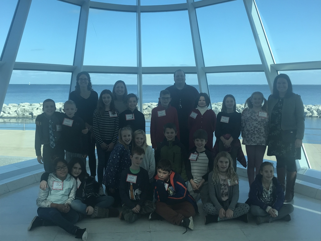 4th Grade Group Photo at the Milwaukee Art Museum